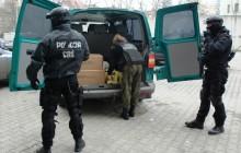 Pseudokibice produkowali narkotyki zostali zatrzymani przez policjantów z CBŚ