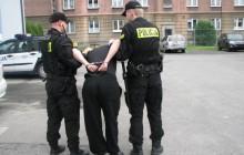 Policjanci zatrzymali bandytów stadionowych, którzy napadli na  wychowanków ośrodka dla niewidomych