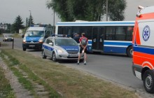 Ul. Powstańców : Kolizja rowerzysty z autobusem MPK