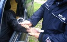 Kierowca, chcąc uniknąć konsekwencji za wykroczenie, popełnił przestępstwo