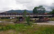 Mszana Dolna: Kradli  konstrukcję wiaduktu kolejowego nie zważając na zagrożenie jakie mogli sprowadzić dla ruchu kolejowego