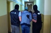 Sucha Beskidzka: Doba wystarczyła policjantom by zatrzymać 5 osób zamieszanych w przestępstwa narkotykowe