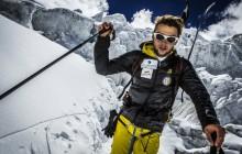 Zdobył szczyt Manaslu i zjeżdża z niego na nartach