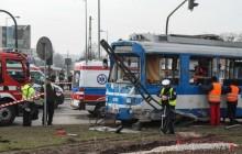 13 osób poszkodowanych po zderzeniu ciężarówki z tramwajem [zdjęcia ]