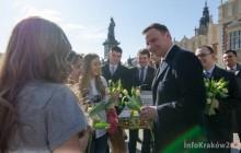 Andrzej Duda z kwiatami na Rynku Główny [ fotorelacja ]