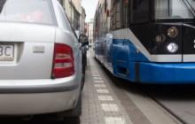 Parkuj z głową, nie blokuj kilkuset pasażerów!