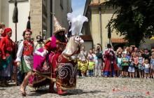 Lajkonik przemierzy Kraków, a krakowscy flisacy zmierzą się z Tatarami