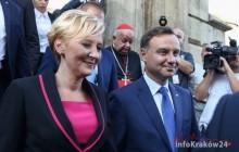 Prezydent Andrzej Duda złożył kwiaty na grobie Lecha i Marii Kaczyńskich [ fotorelacja ]