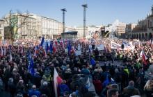 Krakowianie wyszli na Rynek w obronie demokracji [ zdjęcia ]