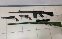Małopolscy policjanci zlikwidowali arsenał broni i materiałów wybuchowych oraz zatrzymali poszukiwanego listem gończym