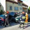 Groźny wypadek w Zastowie. Dwie osoby ranne [ zdjęcia ]