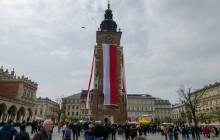 Razem świętowaliśmy Dzień Flagi. Wieża ratuszowa w biało-czerwonych barwach [FOTO]