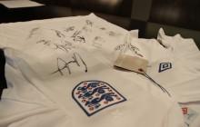 Wylicytuj niezwykłą koszulkę z autografami! [ZDJĘCIA]