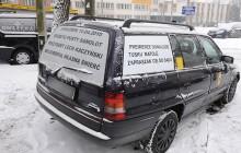 Obraźliwe hasła na taksówce - mieszkańcy Krakowa zszokowani [ZDJĘCIA]