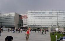Taneczna rywalizacja b-boyów przed Galerią Krakowską