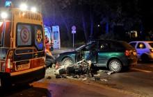 Wypadek na Reymonta: Motocyklista uderzył w samochód, dwie osoby trafiły do szpitala [zdjęcia]