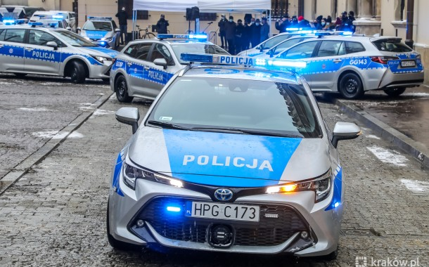 21 nowych hybrydowych radiowozów w szeregach   krakowskiej policji (zdjęcia)