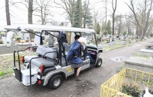 Seniorzy na groby bliskich mogą dotrzeć meleksami