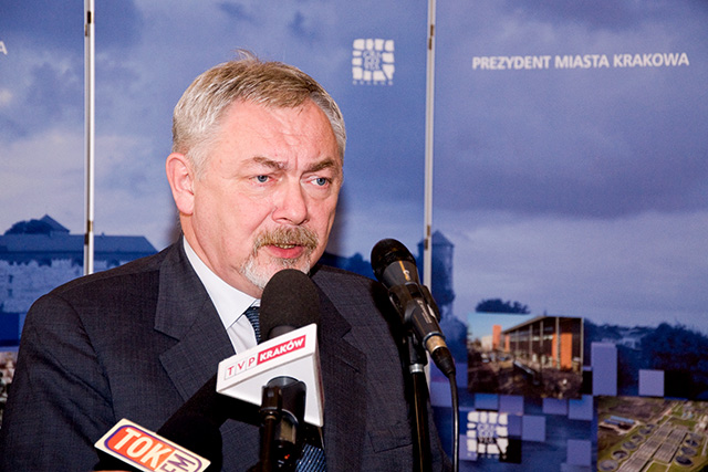 Prezydent Krakowa broni finansów samorządów