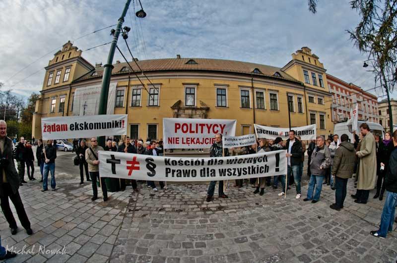 ?Ręce precz od polskich dzieci?- demonstracja na Franciszkańskiej.