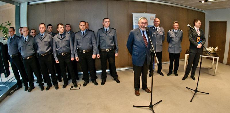 Komenda miejska policji w Krakowie ma 12 nowych samochodów operacyjnych.