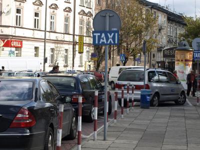 Z postoju taksówek do banku ? udaremniona ucieczka kierującego