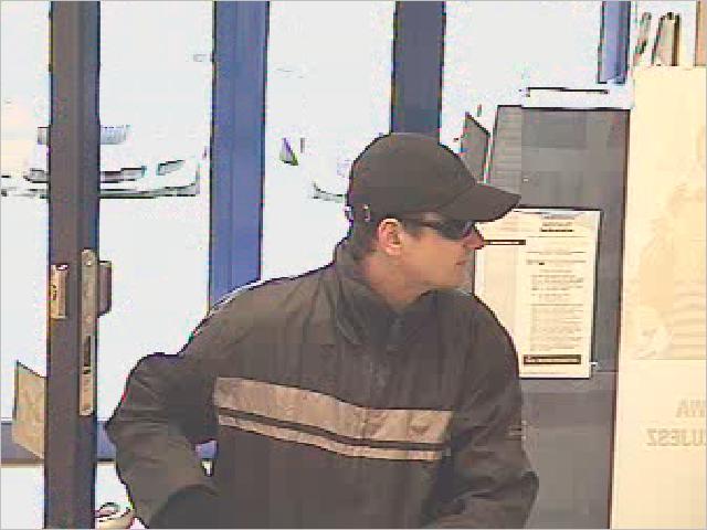 POLICJA: Poszukiwany za napad na bank w dniu 08.04.2011 r.
