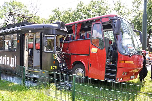 Groźnie wyglądający wypadek w Krakowie ( zobacz zdjęcia )