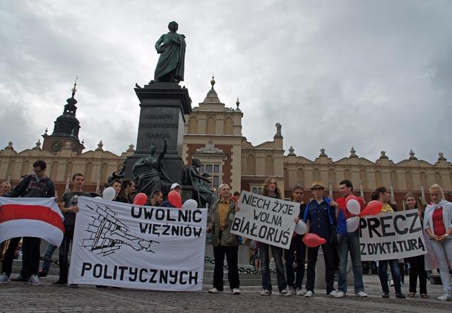 Rynek Główny: Marsz solidarności z Białorusią
