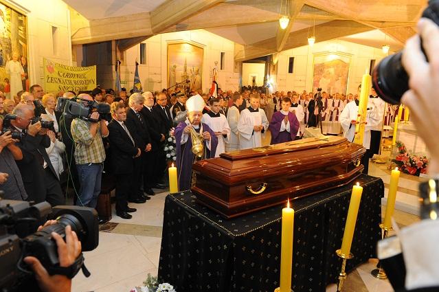 Uroczystości pogrzebowe kard. Deskura w krakowskich Łagiewnikach ( zdjęcia )
