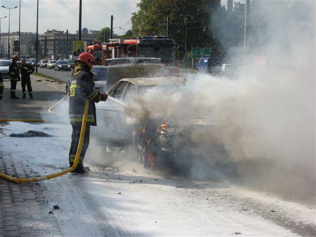 Al.Powstania Warszawskiego - Spłonął samochód Audi (zobacz video - zdjęcia z akcji strażaków )