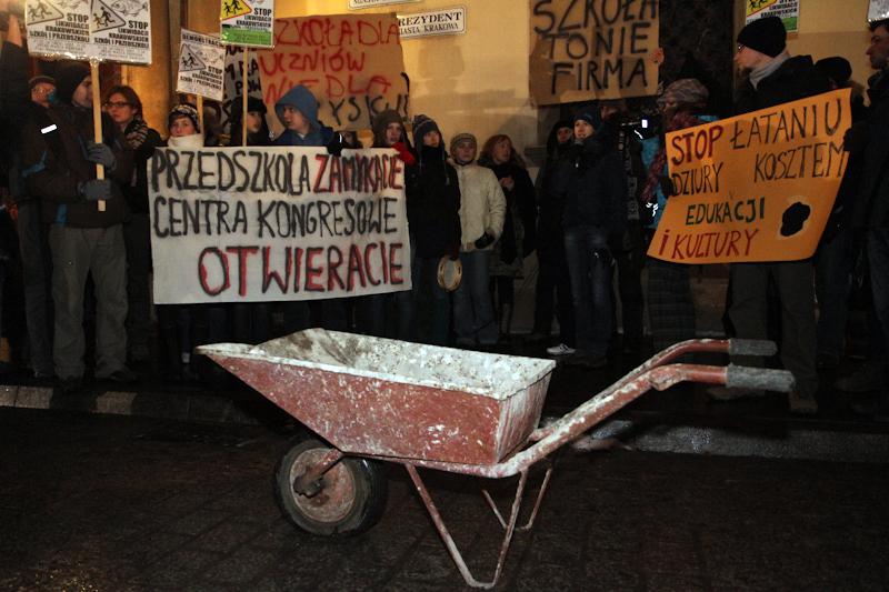 Protest przeciwko likwidacji szkół [ZDJĘCIA]