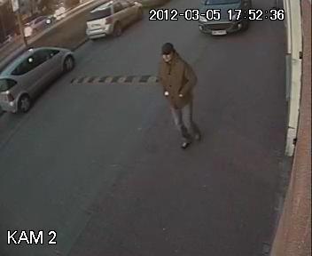 Kraków: Policja poszukuje sprawcy napadu na bank [Zdjęcia]