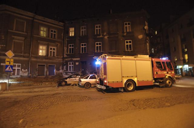 16 osób ewakuowanych z ul. Dąbrowskiego (zobacz zdjęcia)