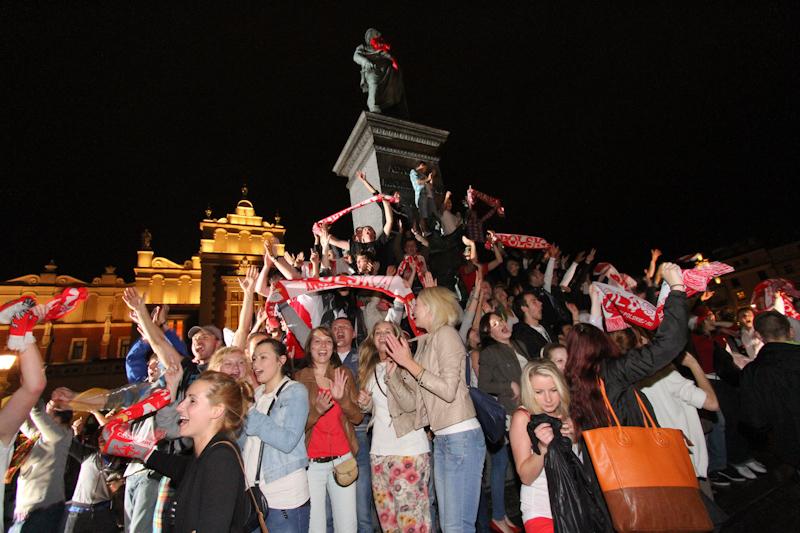 Euro 2012: Tak w Krakowie kibice świętowali po meczu POLSKA - ROSJA [ Zdjęcia -Video ]