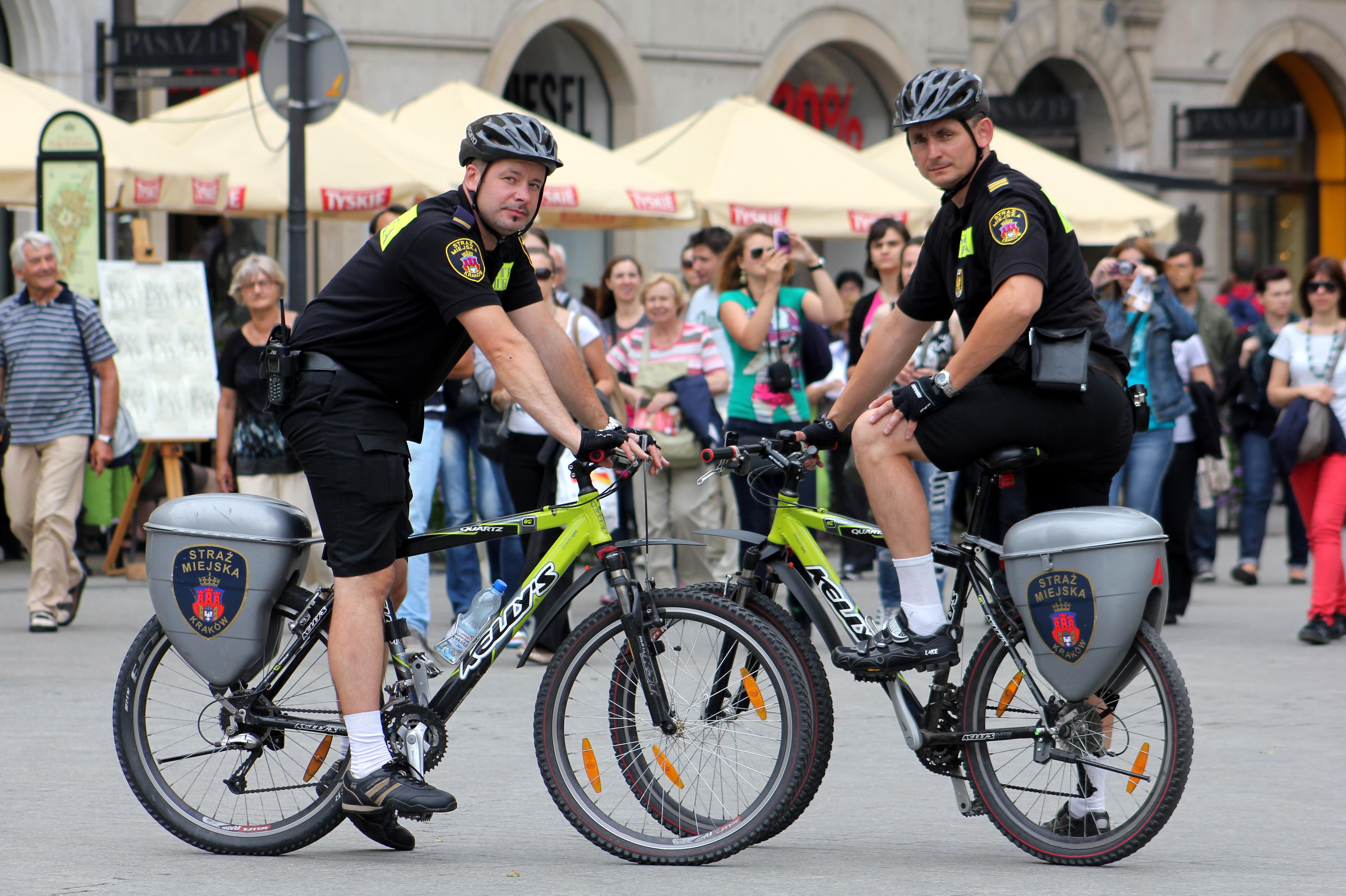 Straż Miejska i MPK SA w Krakowie uczą bezpiecznej jazdy rowerem