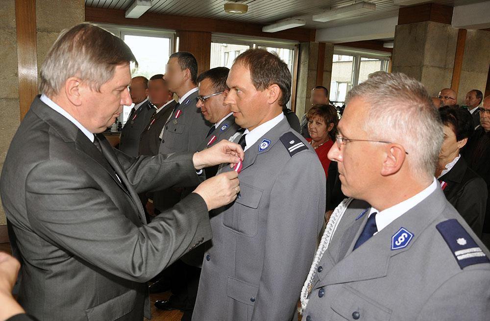 Krzyż zasługi za Dzielność i Medale za Długoletnią Służbę dla policjantów i pracowników Policji