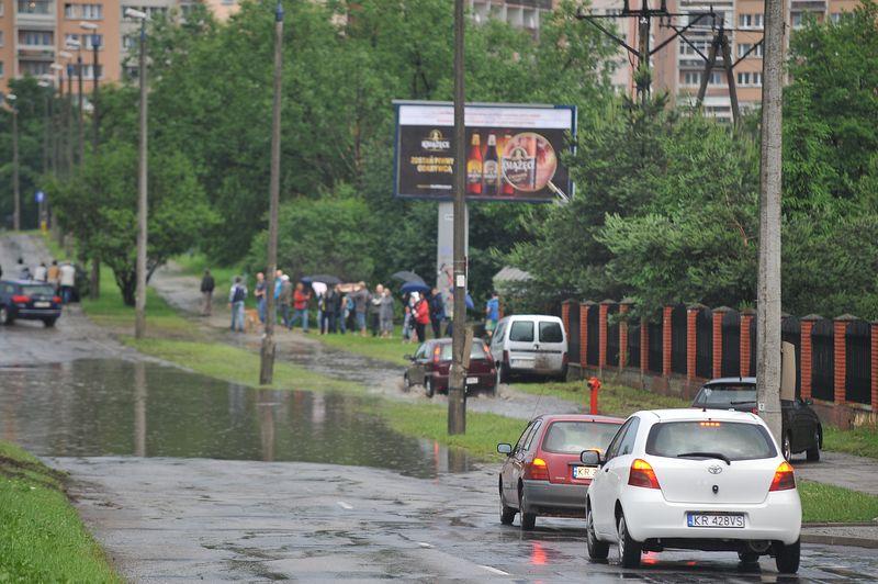 Kraków: Burza z gradem, lokalne zalania ulic,piwnic,garaży [ zdjęcia + video ]