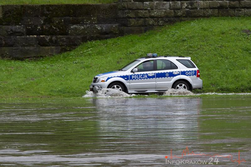 Służby w gotowości: Nie ma zagrożenia dla mieszkańców Krakowa [ zdjęcia ]