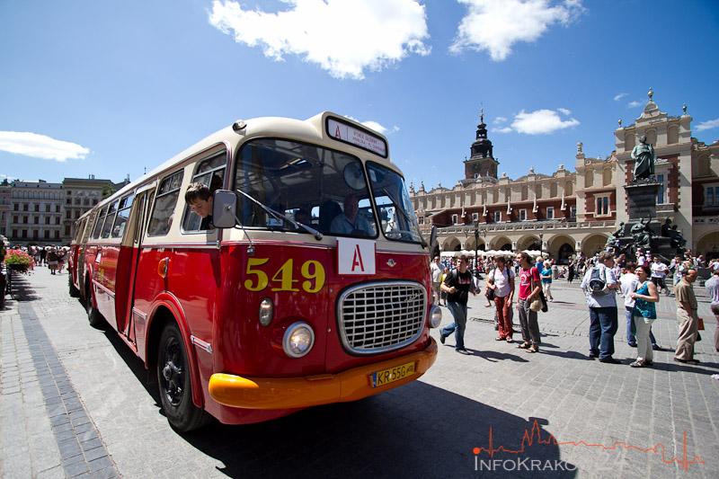 Autobus MPK na Rynku Głównym - Linia A kursowała pod Kombinat [ zdjęcia ]