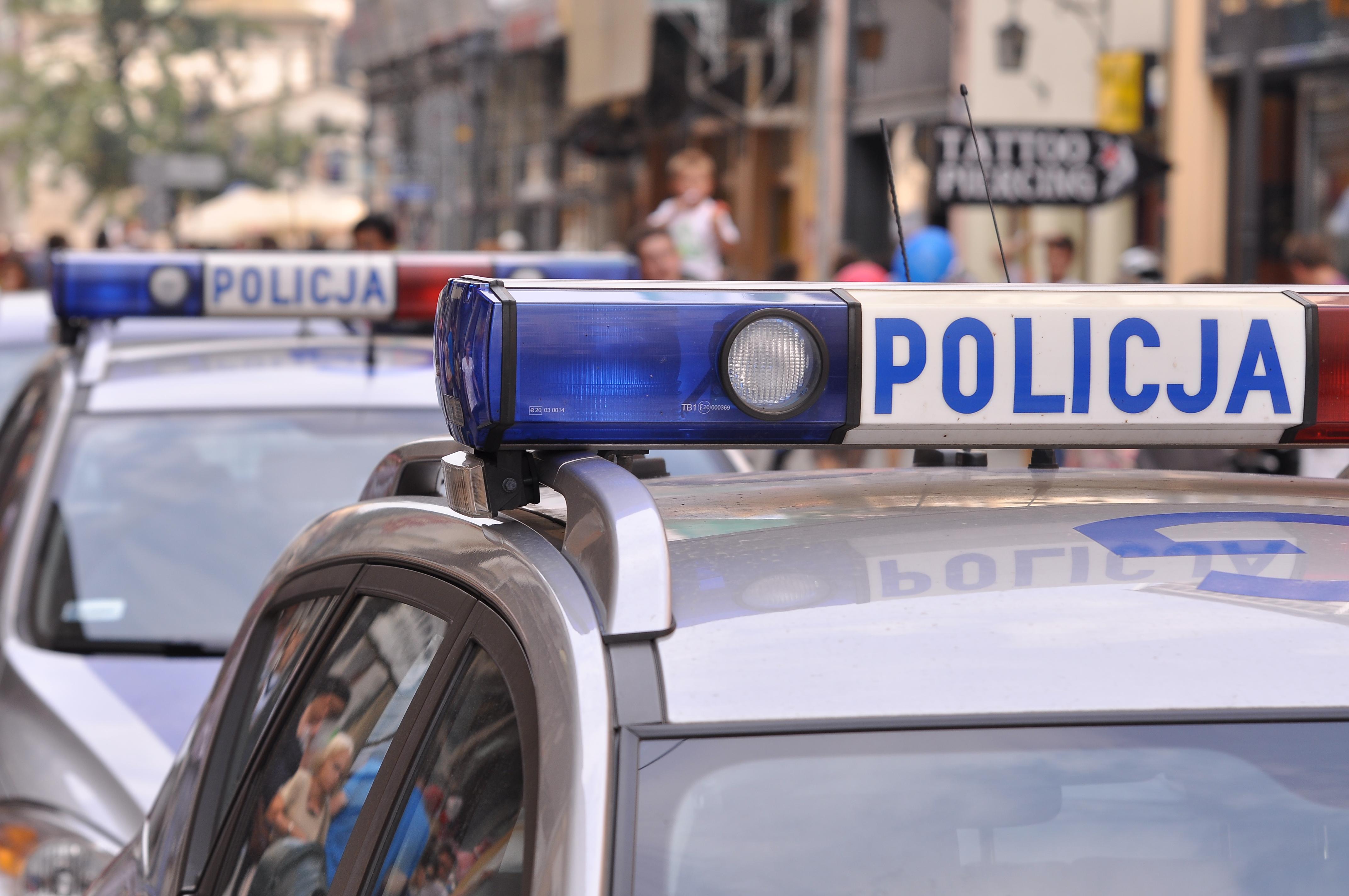 Policjanci zatrzymali dwóch chuliganów, którzy uszkodzili kilkanaście samochodów