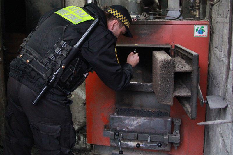 W lutym 839 kontroli Straży Miejskiej ws. spalania odpadów