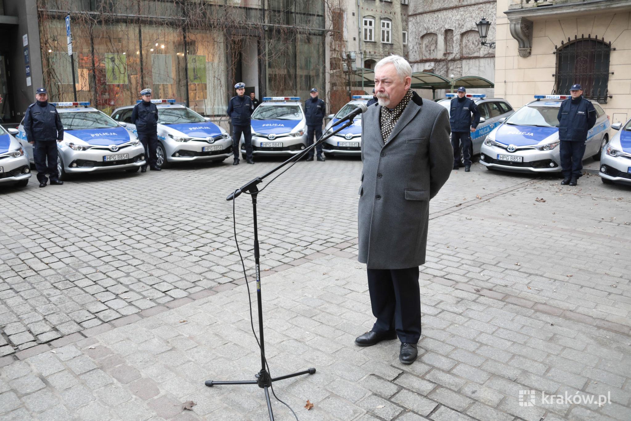 20 radiowozów hybrydowych dla policji