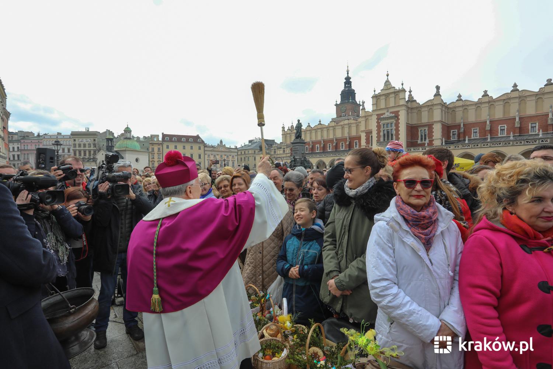 Uroczyste święcenie pokarmów przed Bazyliką Mariacką [zdjęcia ]