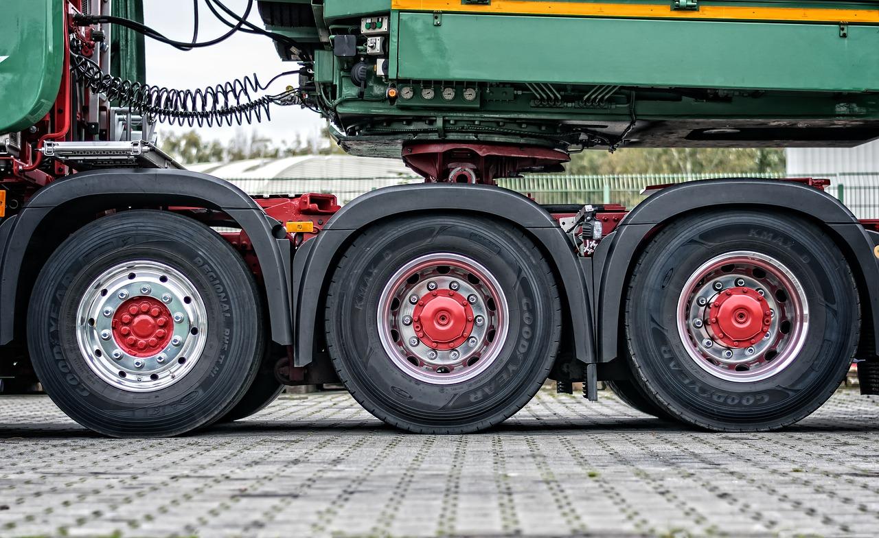 HDS i podesty ruchome – wyposażenie współczesnych samochodów dostawczych, które wymaga dodatkowych kwalifikacji operatorów