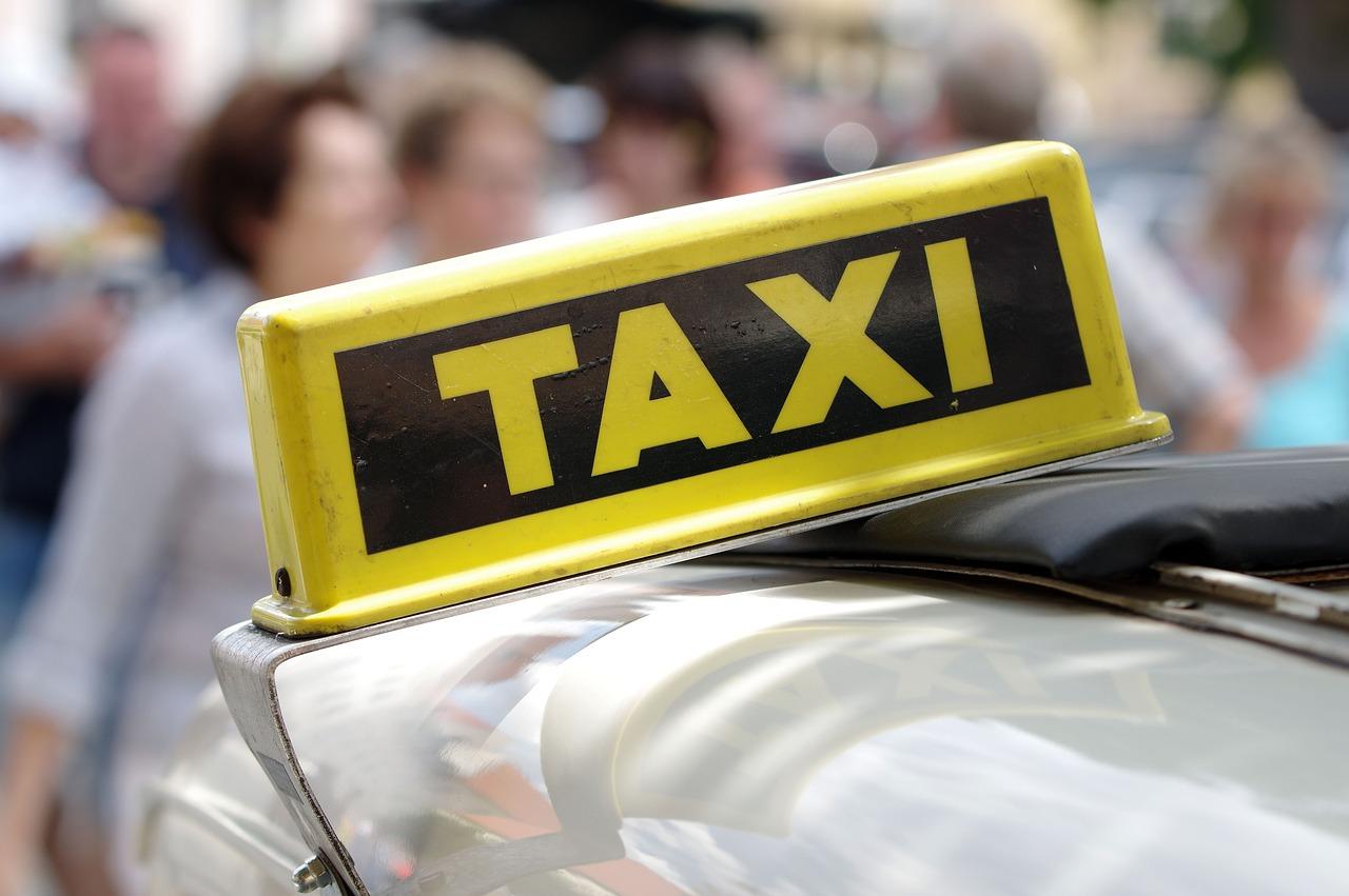 Fałszywy taksówkarz w rękach policji
