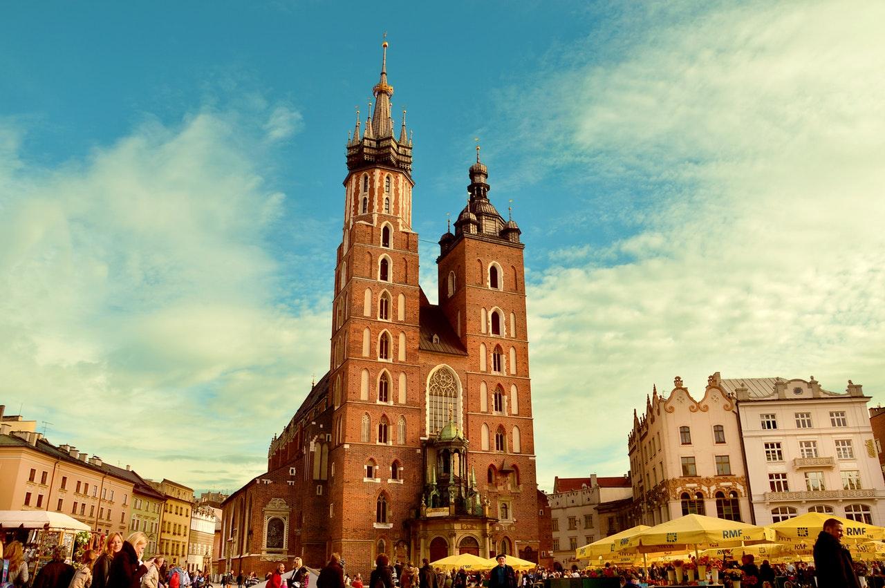 Mieszkania deweloperskie – jak szukać dobrych ofert w Krakowie?