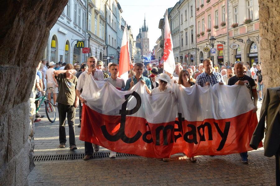 Krakowski marsz ku czci obrońców Warszawy