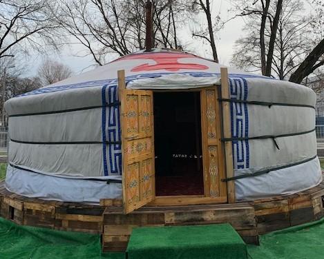Rozpalona koza w namiocie