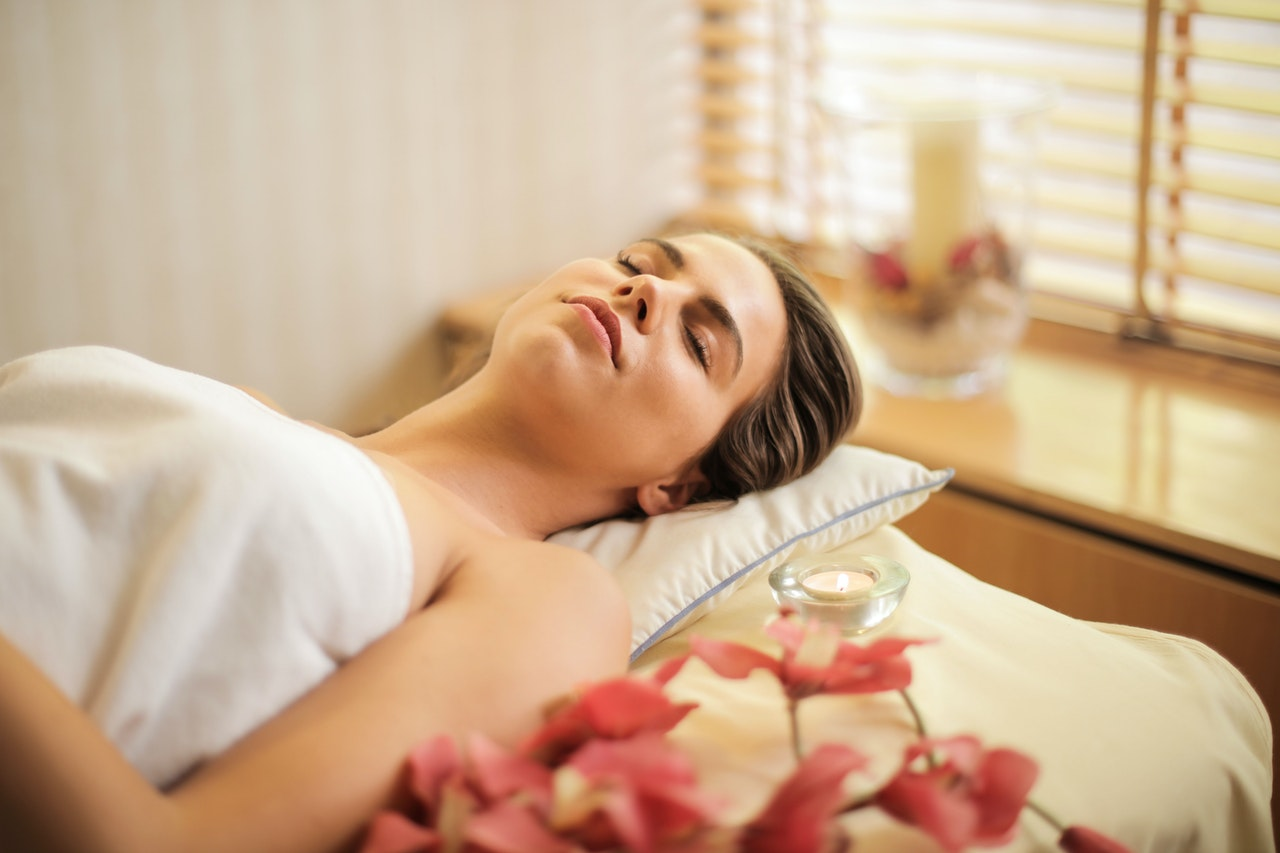 Szukasz masażu, kosmetyczki lub pomysłu na wieczór panieński w Krakowie? Wybierz Moonlight SPA!
